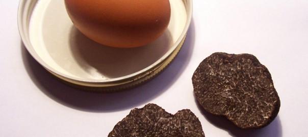 Huevos trufados con jamón ibérico